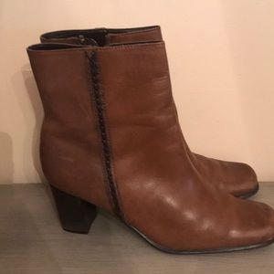 Women's St Johns Bay tan leather zipper boot